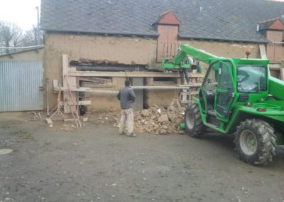 Réalisation de deux portes de garage dans un mur en terre